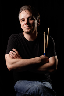 gavin harrison vic firth signature drumsticks, барабанщик Gavin Harrison с палочками Vic Firth